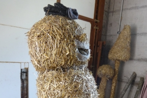 2017 Strohskulpturen Bau_18