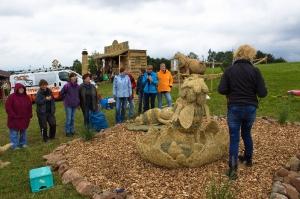 2017 Strohskulpturen Aufbau_51