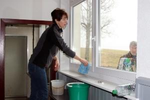 Fenster putzen in der Halle Attlisberg_14