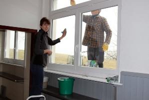 Fenster putzen in der Halle Attlisberg_15